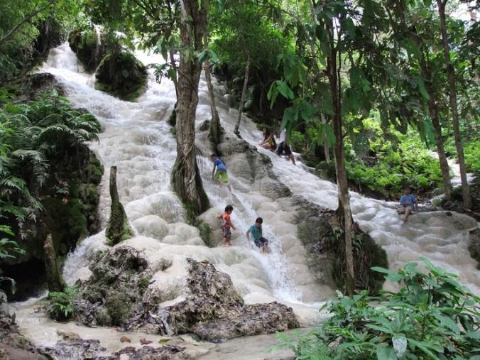 bua-thong-sticky-falls